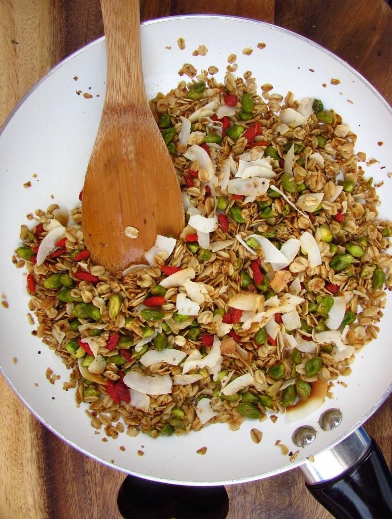 Pistazien-Goji-Kokos-Granola