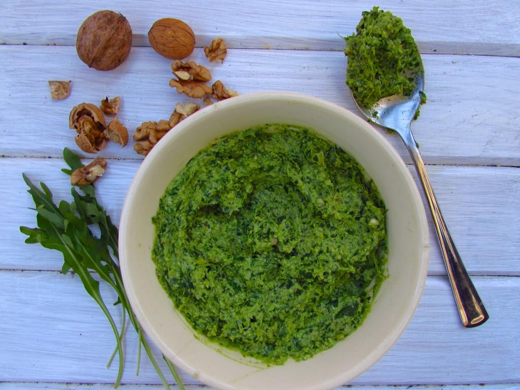 Veganes Walnuss-Rucola-Pesto