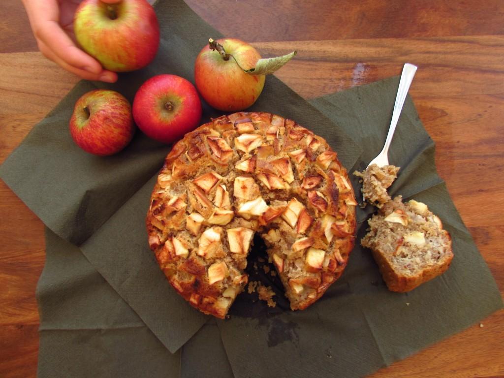 Einfacher Apfelkuchen mit Dinkel- und Mandelmehl