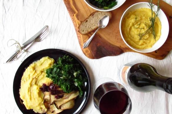 Blanchierter Grünkohl mit weichem Polenta, Pilzen und Rotweinsauce