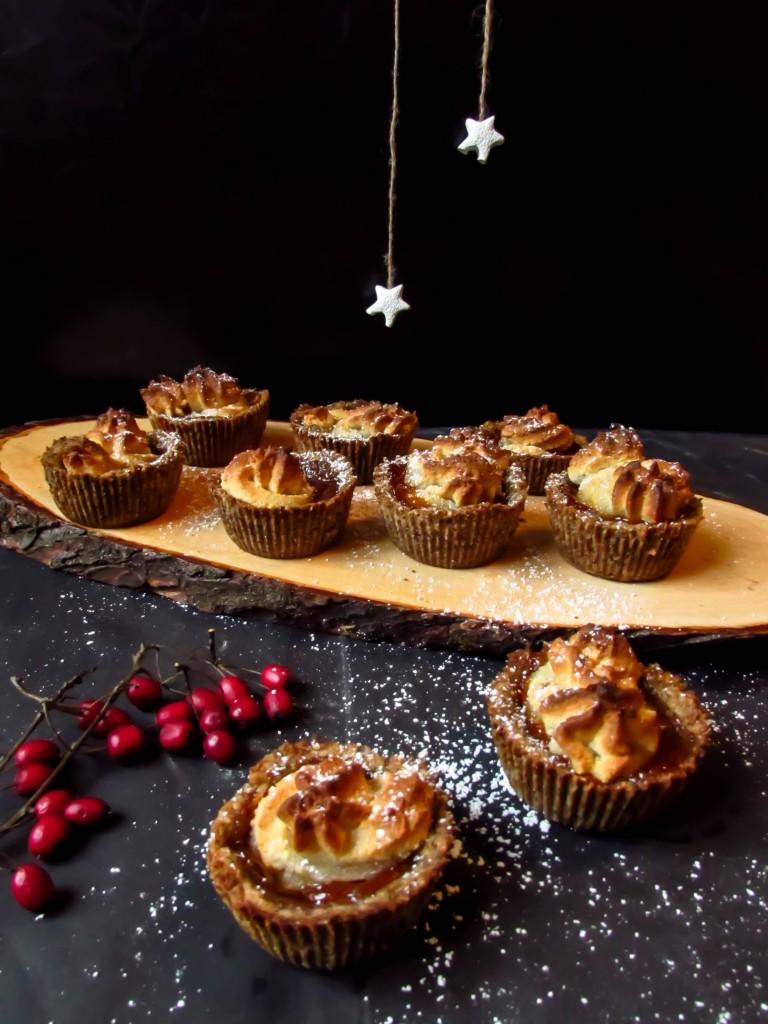 Weihnachtstörtchen mit Marzipan und Sanddorn