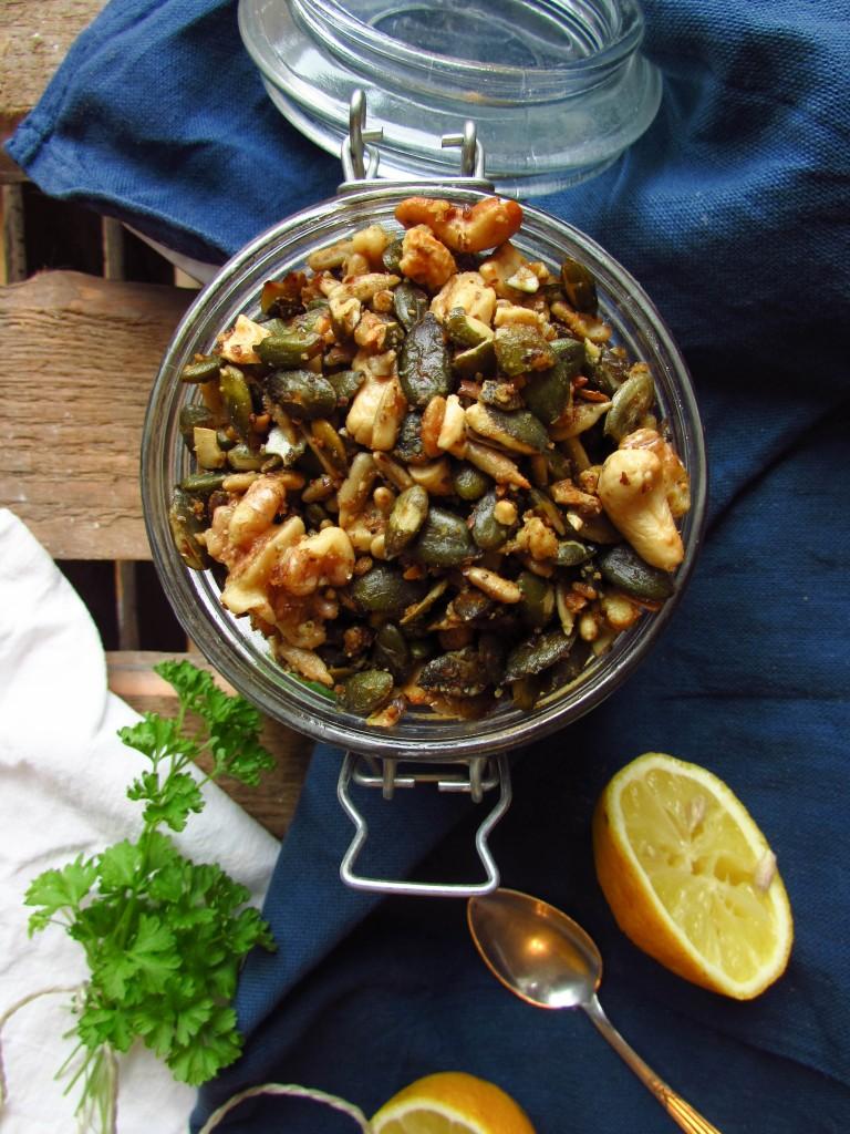 No-Carb Granola aus Nüssen und Samen