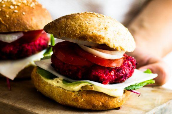 Veggie Burger mit Rote-Beete-Bratlingen