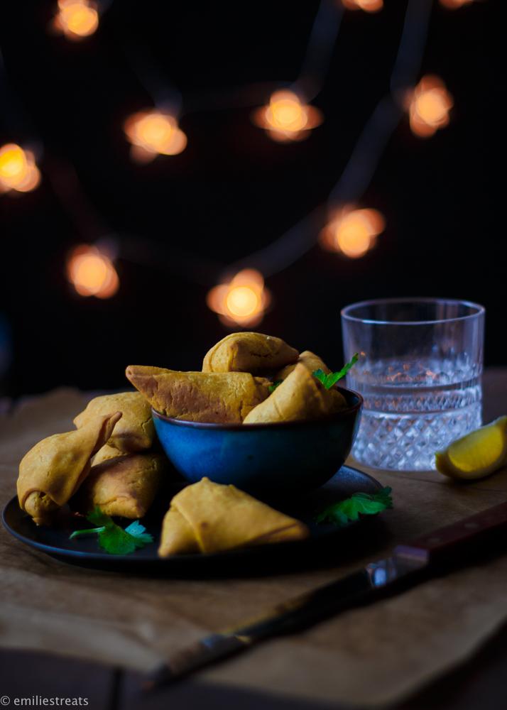 Glutenfreie Samosas mit Kichererbsenmehl und orientalischer Füllung