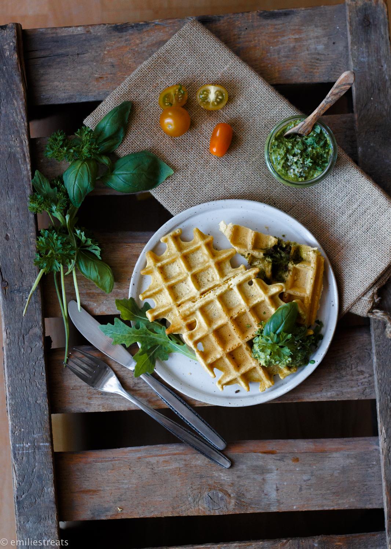 kichererbsen waffeln aus kichererbsenmehl mit veganem pesto. Black Bedroom Furniture Sets. Home Design Ideas