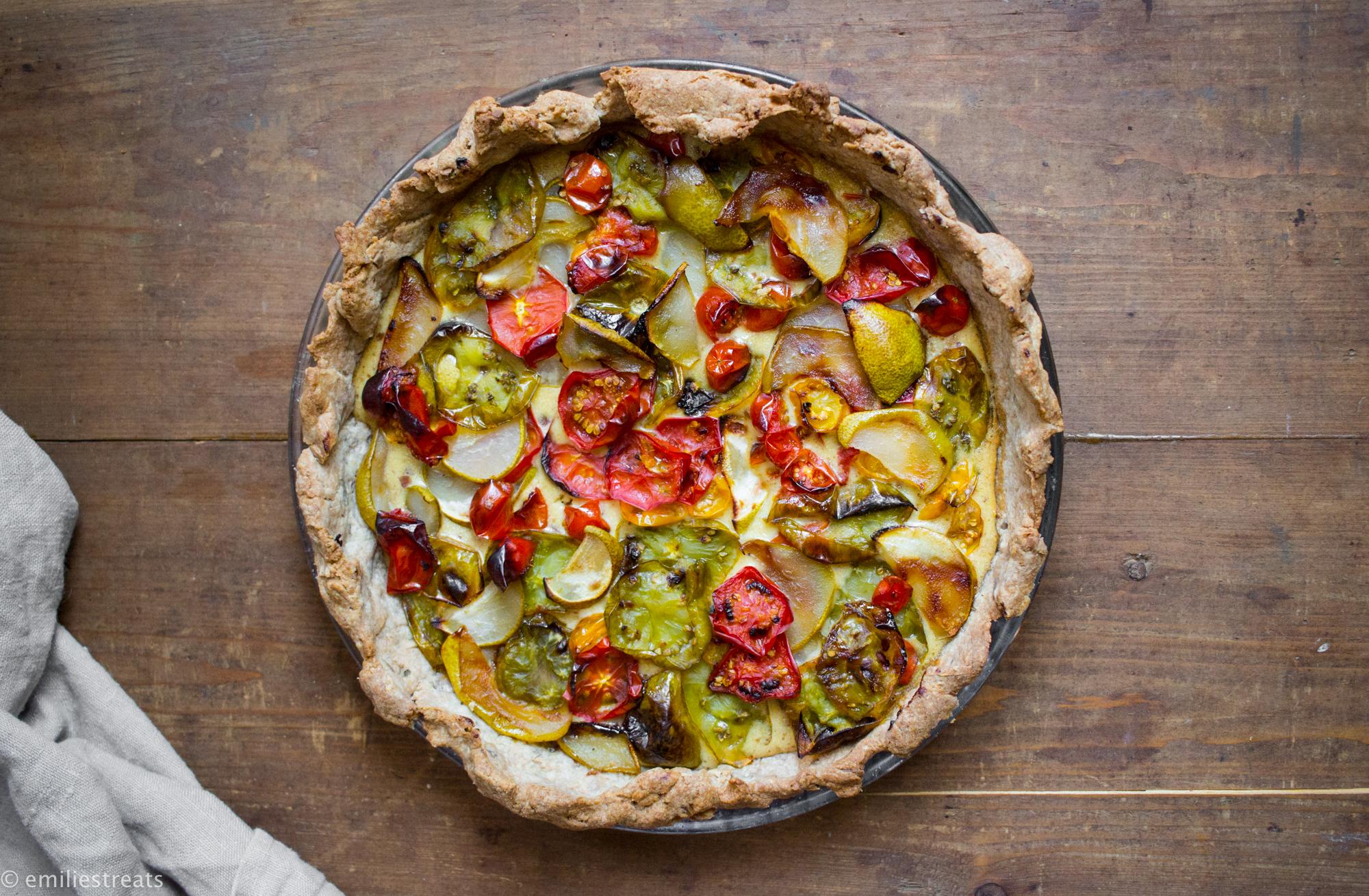 Tomatentarte mit Mandeln und Birnen