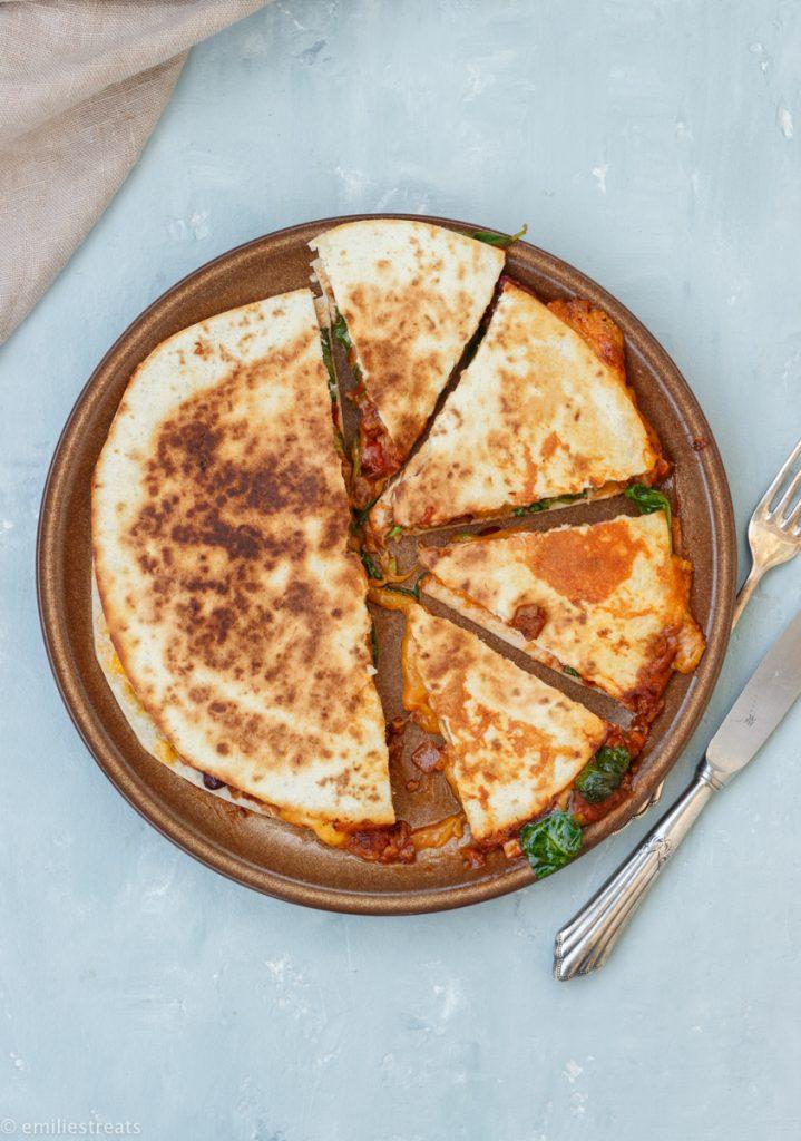 Quesadillas mit Chili sin Carne