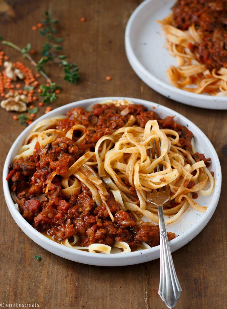 Vegane Bolognese mit Linsen und Walnüssen