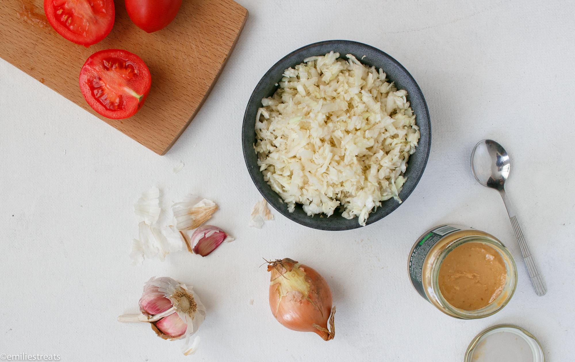 Schnelle Weißkohlpfanne mit Erdnuss: Ein Rezept aus Afrika